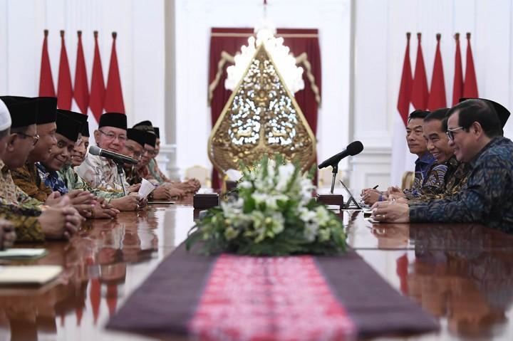Pengurus Lembaga Persahabatan Ormas Islam Temui Jokowi di Istana