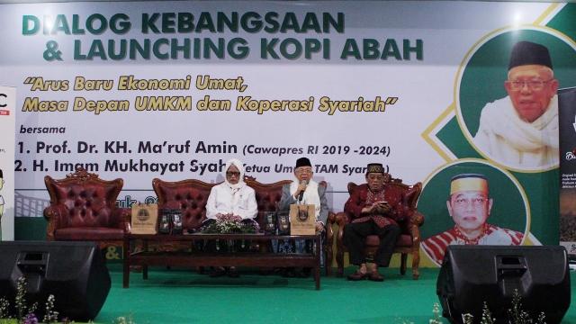 Calon wakil presiden nomor urut 01 Ma'ruf Amin (tengah). Foto: Tim Ma'ruf Amin.