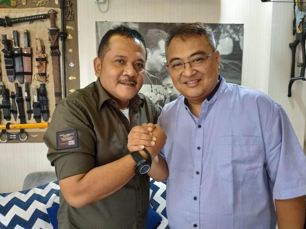 Agoes Soerjanto (kiri) bersama Ruddy Widodo. (Foto: Arema FC)