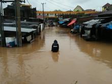 Sebagian Makassar Direndam Banjir Setinggi 1,5 Meter