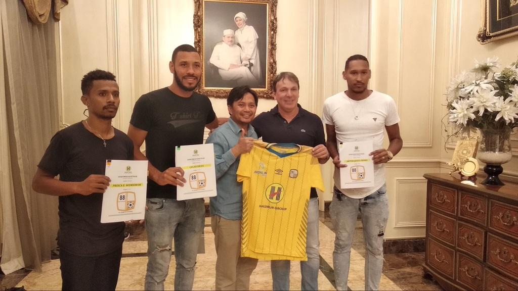 Dua bek asing Berito Putera, Lucas Silva (kedua dari kiri) dan Arthur Jesus Viera (kanan) (Medcom/Rendy Renuki H)