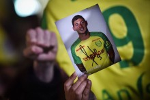 Pesawat Belum Ditemukan, Cardiff Tetap Berharap Ada Kabar Baik Soal Emiliano Sala