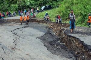 Hujan Deras, Jalan Penghubung Pekalongan-Banjarnegara Ambles
