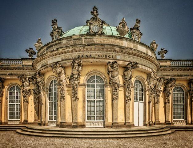 Berlin adalah Ibu Kota Jerman dan metropolitan tempat bertemunya berbagai kebudayaan. Anda bisa menikmati pemandangan di tiga tempat berikut ini dalam sehari. (Foto: LoboStudio Hamburg/Unsplash.com)