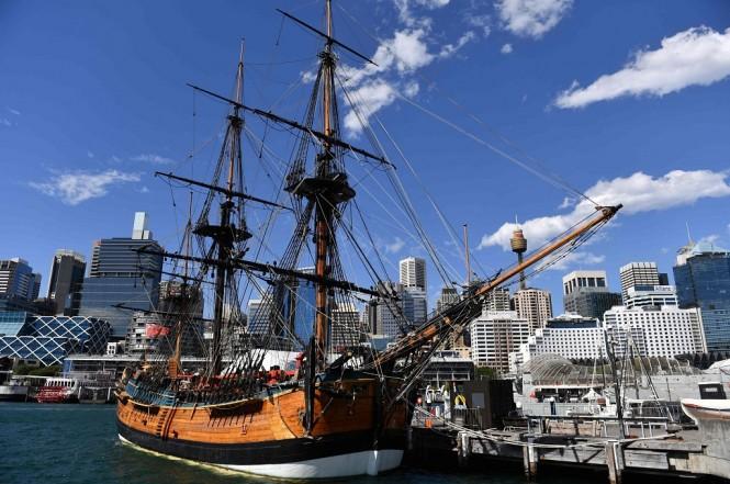 Replika kapal HMS Endeavour di Sydney, Australia, 19 September 2018. (Foto: AFP/SAEED KHAN)