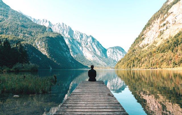Meditasi bisa Anda lakukan sebagai salah satu cara mengurangi kegelisahan yang Anda rasakan. (Foto: Simon Migaj/Unsplash.com)