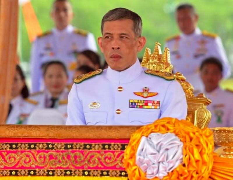 Raja Thailand Maha Vajiralongkorn keluarkan dekrit kerajaan untuk pelaksanaan pemilu. (Foto: AFP).