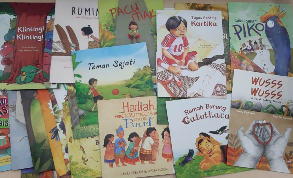 Buku bacaan nonbuku paket pelajaran, dokumentasi Tanoto.