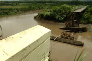 Kondisi Jembatan di Desa Wanasari Tegal yang Roboh