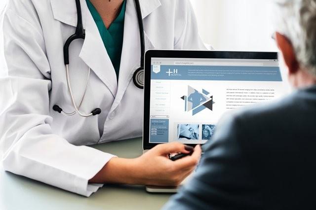 Banyak pasien dari Indonesia berobat ke Singapura, terutama mencari dokter spesialis kardiologi, ortopedik, dan penyakit-penyakit degeneratif. (Foto: Rawpixel/Unsplash.com)