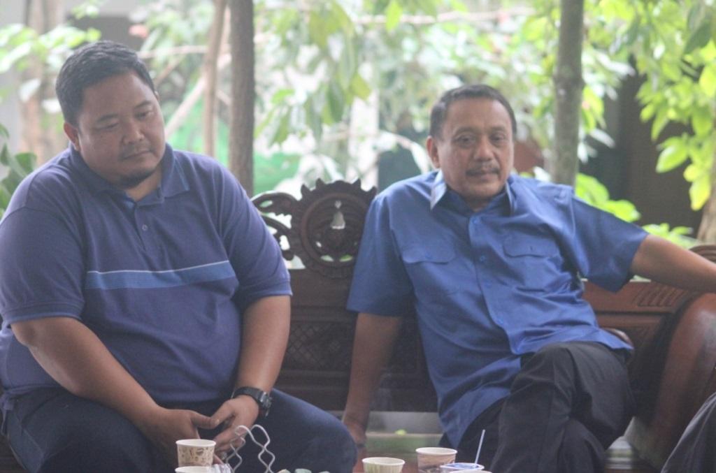 Komisaris PT Mahesa Jenar Semarang, Sukawi Sutarip (kanan) dan GM PT Mahesa Jenar Semarang, Wahyu Liluk Winarto (Medcom.id/Budi Arista)