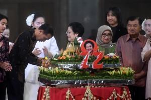 Jokowi-JK Hadiri HUT ke-72 Megawati