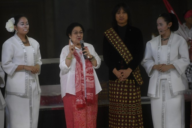 Presiden kelima RI Megawati Sukarnoputri (kedua kiri) memberikan pidato saat perayaan ulang tahunnya di Jakarta, Rabu (23/1/2019). ANT/Akbar Nugroho.