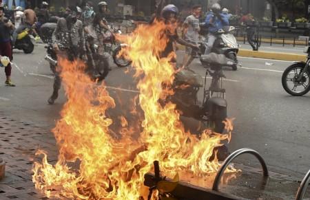 Ribuan Warga Venezuela Demo Minta Maduro Mundur