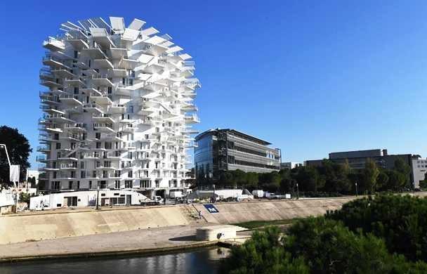 Gedung ini desainnya menggabungkan budaya Mediterania dan Jepang. AFP Photo/Pascal Guyot