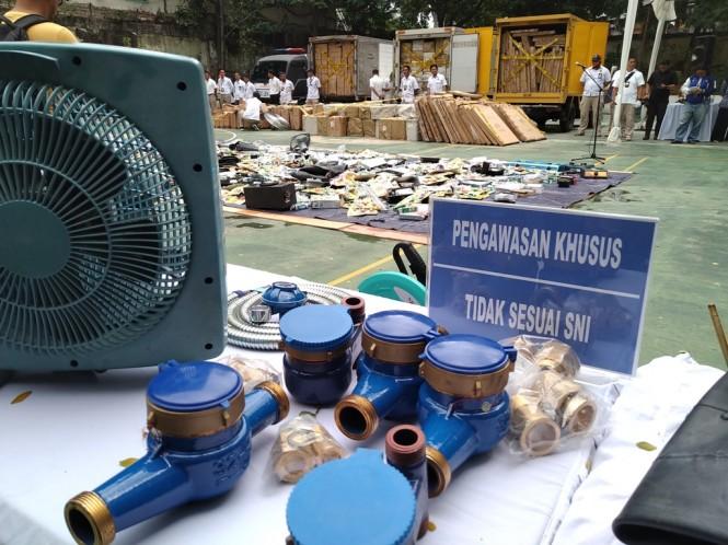 Pemerintah musnahkan hasil pengawasan barang senilai Rp99 miliar. (FOTO: Medcom.id/Ilham Wibowo)