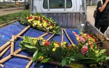 Karangan Bunga Berdatangan ke Rumah Ahok