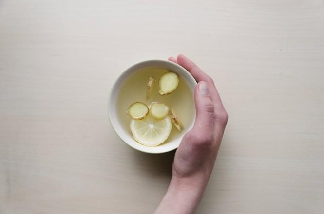 Lemon dan jahe yang dicampur secara bersamaan membuat kombinasi zat yang berkhasiat. (Foto Ilustrasi: Dominik Martin/Unsplash.com)