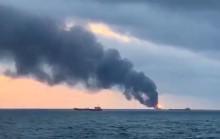 Pencarian Berlanjut demi Pelaut dari Kapal Terbakar di Rusia