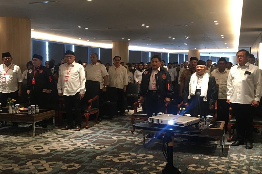 Cawapres Maruf Amin (dua dari kanan, depan) menghadiri Rapat Kerja Daerah (Rakerda) relawan pemenangan di Hotel Samator, Surabaya, Medcom.id - Amal