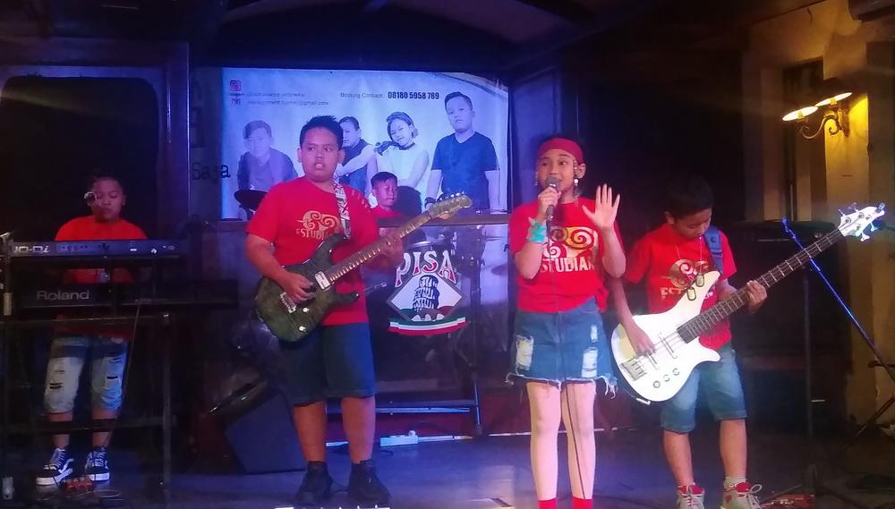 Estudante rilis album perdana Jalan-Jalan Saja di Pisa Kafe, Menteng, Jakarta Pusat, Kamis, 24 Januari 2019. (Foto: Medcom.id/Cecylia Rura)