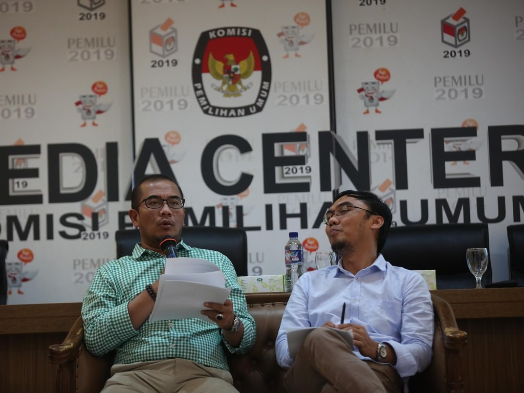 Komisioner KPU Hasyim Asy'ari (kiri). Foto: MI/Ramdani.