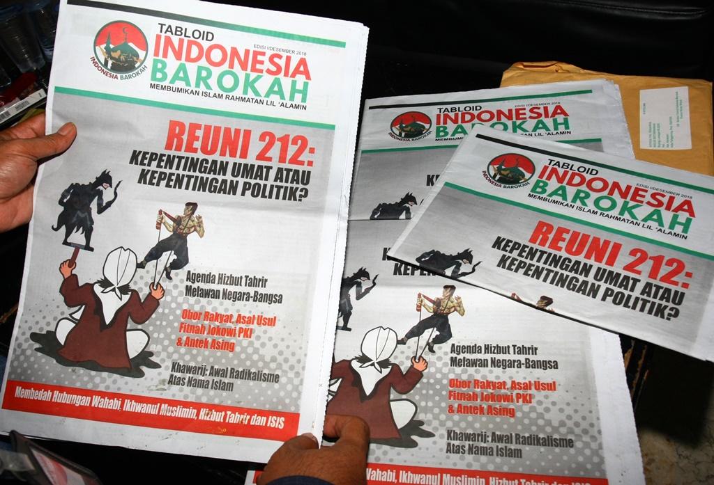 Tabloid Indonesia Barokah yang diamankan dari sebuah masjid di Kota Tangerang, Banten. (Foto: ANTARA/Muhammad Iqbal)