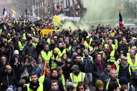 Rompi Kuning Kembali ke Jalanan untuk Menentang Macron