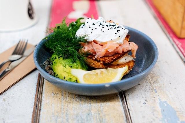 Salmon, trout, herring, sarden, tuna albacore, dan mackerel kaya akan asam lemak omega-3, yang sangat penting untuk kesehatan secara keseluruhan. (Foto: Melissa Walker Horn/Unsplash.com)