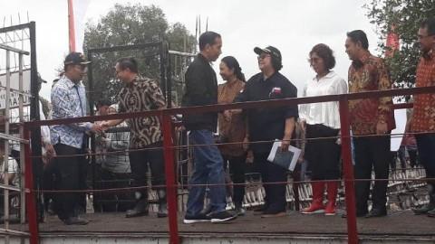 Jokowi Visits Vannamei Shrimp Farming Center in Muara Gembong