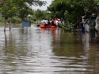 Warga Tangerang yang Kebanjiran Ogah Mengungsi