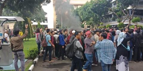 Mahasiswa dan Satpol PP Terlibat Bentrok di Puspem Tangerang