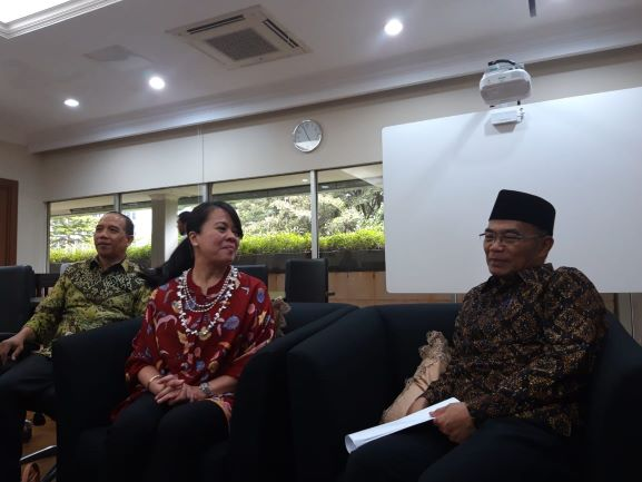 Mendikbud, Muhadjir Effendy (kanan) dan Dubes Indonesia untuk Polandia Siti Nugraha Mauludiah, Medcom.id/Intan Yunelia