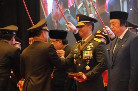 Kasad TNI Terima Penghargaan Bintang Bhayangkara Utama