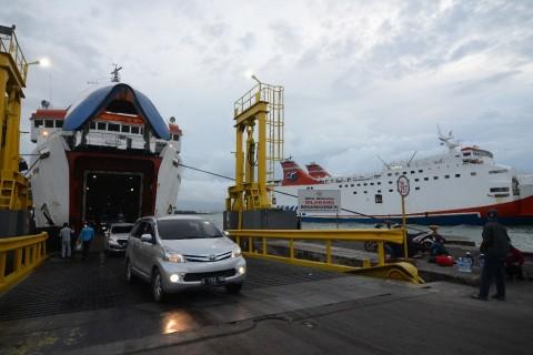 Menteri Rini Tinjau Dermaga Eksekutif Pelabuhan Merak