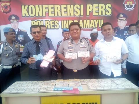 Pengedar Uang Palsu di Indramayu Ditangkap