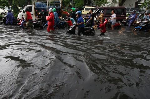 Pelajar SMP di Surabaya Tewas Terbawa Arus Banjir