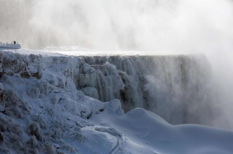 Air Terjun Niagara Membeku Akibat Cuaca Dingin Ekstrem