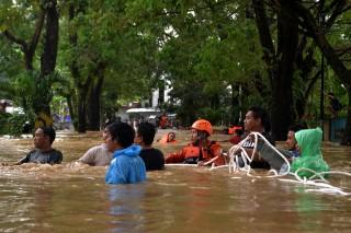 Banjir Terjang Manado, Ratusan Warga Mengungsi
