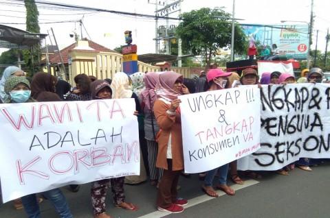 Ibu-ibu Desak Polisi Tangkap Pelanggan Prostitusi
