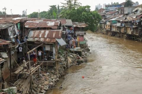 Anies Berencana Ubah Jarak Bibir Sungai dari Pemukiman
