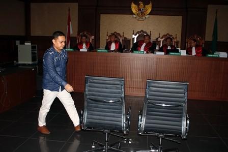 Perantara Suap Amin Santono Divonis 4 Tahun Bui