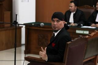 Pagi Ini Ahmad Dhani Dipindahkan ke Surabaya