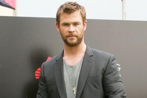 Chris Hemsworth Batal Pensiun karena Ingin Melunasi Cicilan Rumah Orangtua