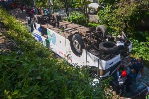 Bus Kramat Djati Terguling di Cicalengka, 2 Tewas