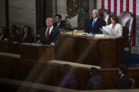 Ambisi Trump Memberantas HIV Diapresiasi Pakar Kesehatan