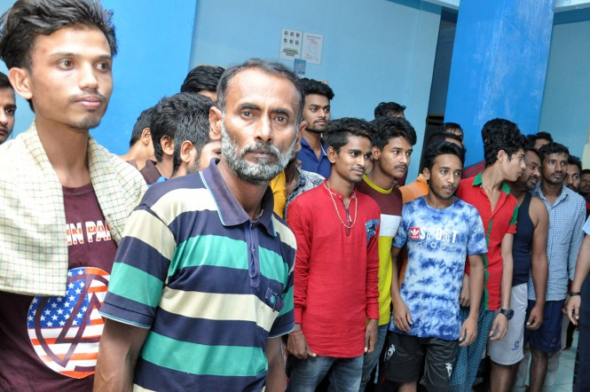 Para imigran gelap asal Bangladesh tiba di Rudenim Belawan Medan, Sumatera Utara. Imigran gelap itu diduga merupakan korban perdagangan orang.