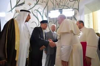 Quraish Shihab Bertemu Paus Fransiskus di Forum Keagamaan UEA