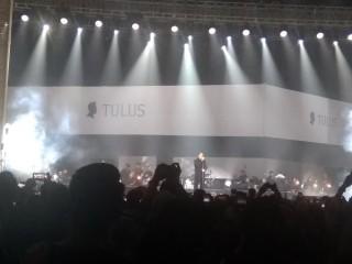 Tulus Buka Konser Monokrom di Jakarta dengan Lagu Baru