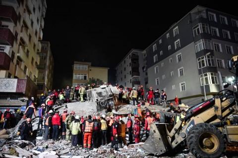 Bangunan Roboh di Istanbul, Dua Orang Tewas